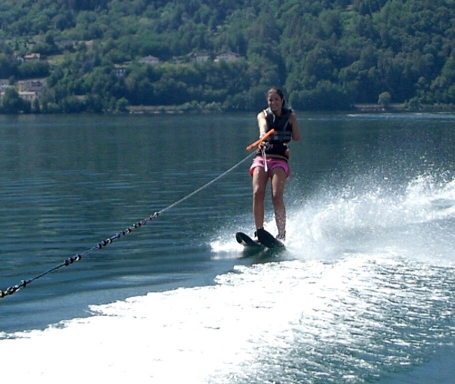 one arm girl disabled water skiers now enjoy even more thanks to the wake & ski